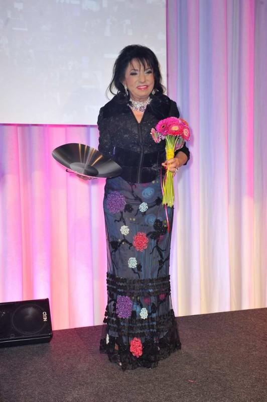 Regine Sixt  -  10. Jubiläum VICTRESS AWARD GALA  im anderl's hotel  in Berlin  am 13.04.2015 -  Foto: SuccoMedia / Ralf Succo