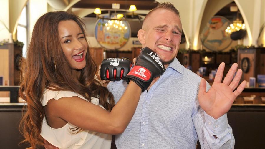 Gabby de Almeida Rinne;  Nick Hein  -  UFC-Kämpfer Nick Hein feiert 31. Geburtstag im Hofbräuhaus in Berlin  am 24.04.2015 -  Foto: SuccoMedia / Ralf Succo