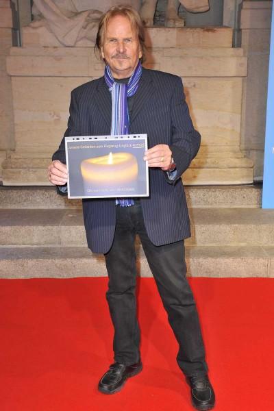 Frank Zander  -  Premiere ICH WAR NOCH NIEMALS IN NEW YORK im Stage Theater des Westens  in Berlin  am 25.03.2015 -  Foto: SuccoMedia / Ralf Succo