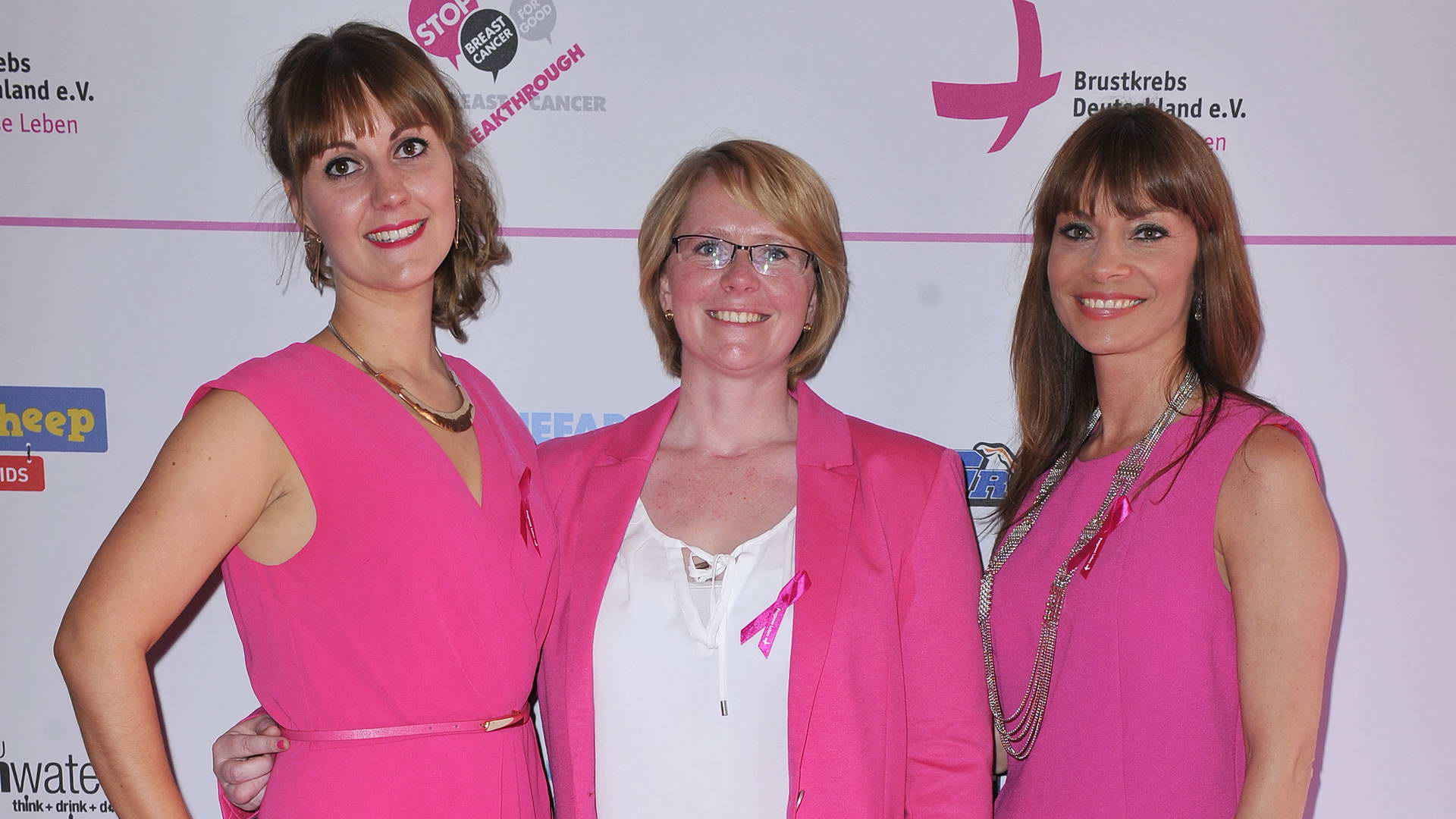 Sophie Power, Antje Koch, Jean Bork Sophie Power; Antje Koch; Jean Bork  -  Pink Ball Charity Event für Brustkrebs-Opfer im Holmes Place  in Berlin  am 23.05.2015 -  Foto: SuccoMedia / Ralf Succo