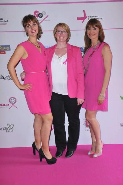 Sophie Power, Antje Koch, Jean Bork Sophie Power; Antje Koch; Jean Bork  -  Pink Ball Charity Event für Brustkrebs-Opfer im Holmes Place  in Berlin  am 23.05.2015 -  Foto: SuccoMedia / Ralf Succo