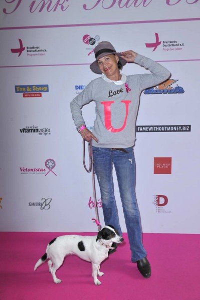 Barbara Engel mit Cora Lee Barbara Engel mit Cora Lee  -  Pink Ball Charity Event für Brustkrebs-Opfer im Holmes Place  in Berlin  am 23.05.2015 -  Foto: SuccoMedia / Ralf Succo