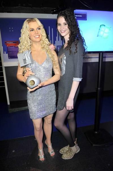 Betty Taube mit Britney_Spears_Figur Betty Taube mit Britney_Spears_Figur  -  Eröffnung  Ausstellung  Starwars @ Madame Tussauds in Berlin  am 11.05.2015 -  Foto: SuccoMedia / Ralf Succo
