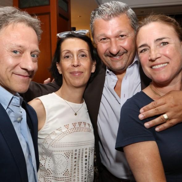 Axel Pape und Ehefrau Gioia Raspé mit  Aykut Kayacik und Ehefrau Laura Drenker