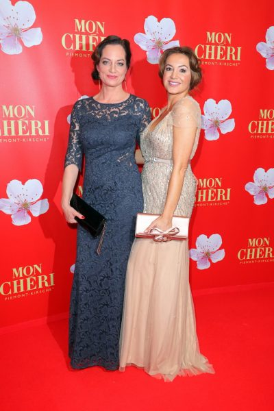 Mon Cherie Barbara Tag 02.12.2016 Natalia Woerner + Schwester im Postpalast, Wredestrasse 10, Muenchen, beim Charity Empfang, Charity-Gala zum Mon Cherie Barbara Tag- 02.12.2016 -copyright by Stephan SchrapsBitte beachten Sie unsere Geschaeftsbedingungen. Please refer to my GENERAL TERMS AND CONDITIONS OF DELIVERY AND BUSINESS (AGB s)