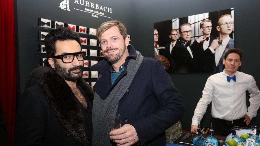 Ramon Moretti und Kai Uwe de Graf Vernissage des diesjährigen Auerbach Kunstprojekts von Sven Marquardt in der POP-UP GALLERY in den Hackeschen Höfen, Hof 1 unter Anwesenheit des Künstlers.