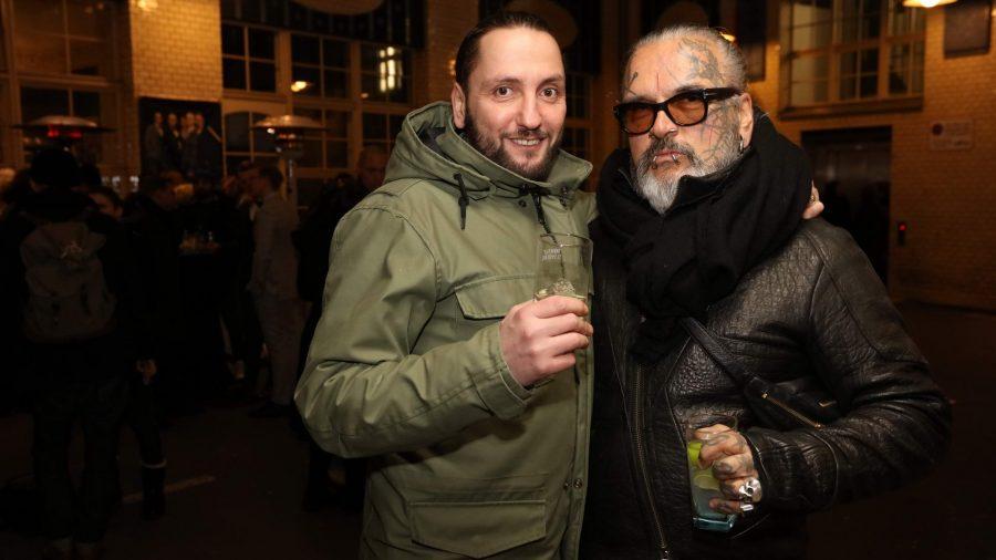 Nikolaos Tsavdiridis und Sven Marquard Vernissage des diesjährigen Auerbach Kunstprojekts von Sven Marquardt in der POP-UP GALLERY in den Hackeschen Höfen, Hof 1 unter Anwesenheit des Künstlers.